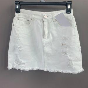 White denim skirt.